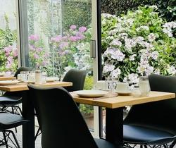 Hotel Montovani - Breakfast at the garden